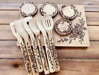Floral wood serving set